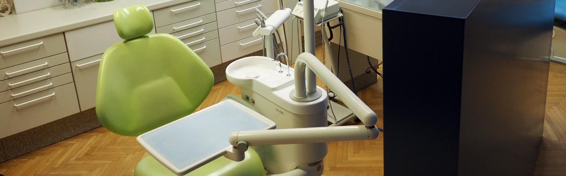 Zahnarztstuhl in Praxis Dr. Gusenleitner