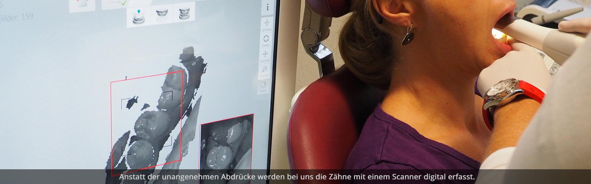 Zahnarzt scannt die Zähne